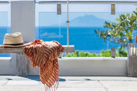 Villa Alma by the beach in Skiathos with sea view