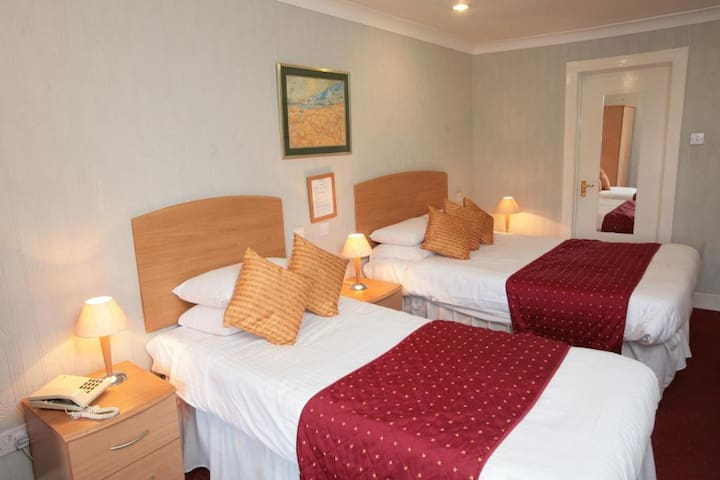 Twin Rooms in Glasgow's vibrant West End
