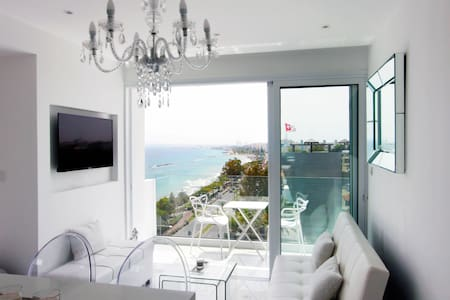 White Pearl Suite Beachfront City Centre Sea Views