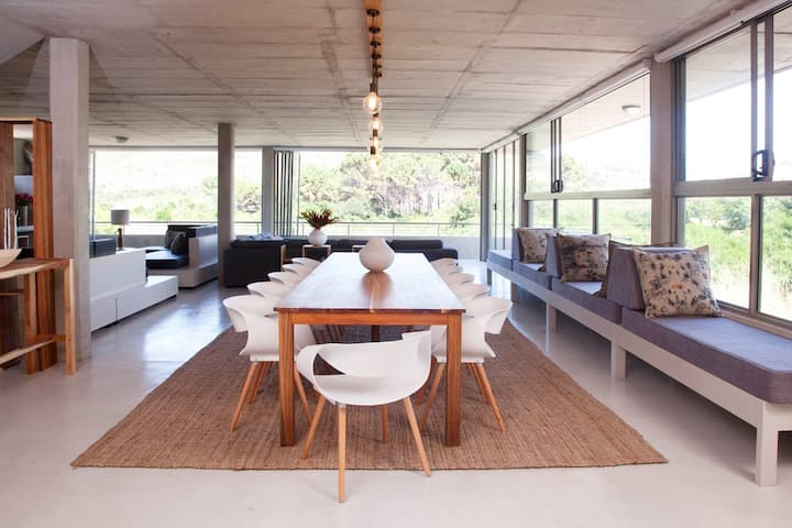 Vlei House at Red Box–Contemporary home near beach