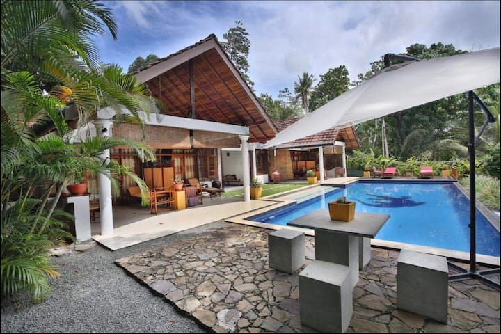 Unawatuna tranquil  hide away with swimming pool