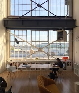 Industrial loft with amazing view! - Emeryville