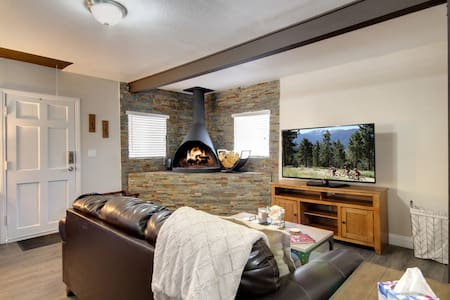 Pineda Pines #2: Cabin Minutes from The Village