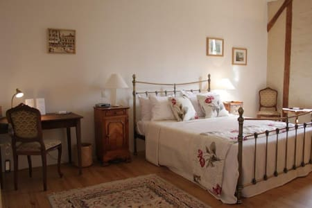 Maison Des Tannerus B&B - Room 1 - Confolens - Bed & Breakfast