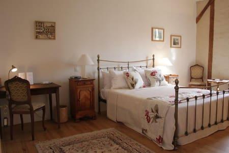 Maison Des Tannerus B&B - Room 1 - Confolens