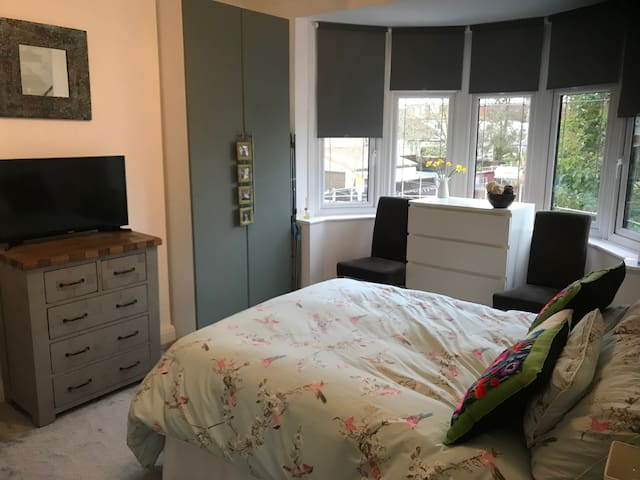 Large room, close to tube, easy access to London