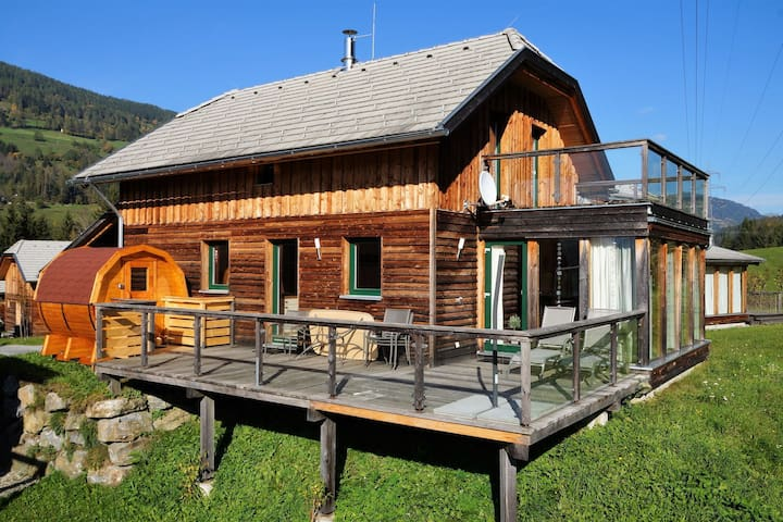 Beautiful and spacious chalet with sauna in beautiful area near Kreischberg
