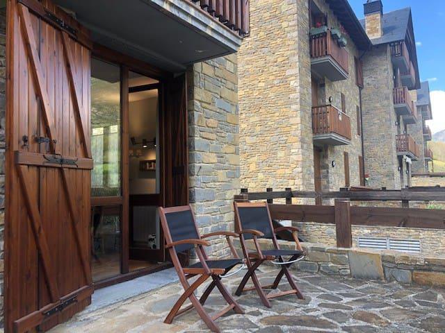 Apartament amb terrassa i vistes a Isil