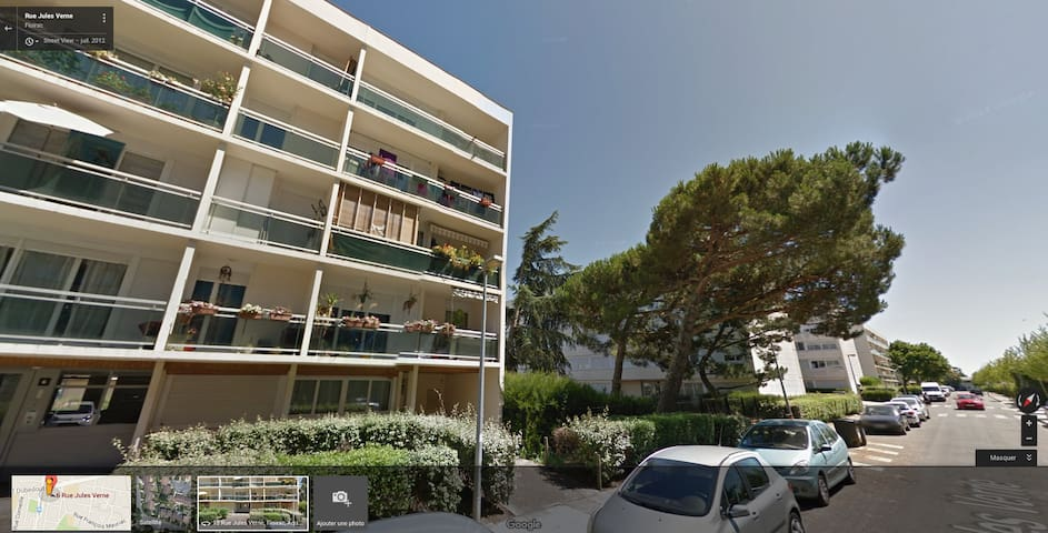 Appartement calme calm flat apartments for rent in for Appartement floirac