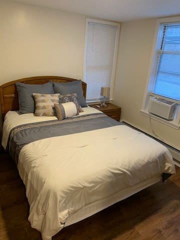 Nice room with Queen bed for you to be while in NY