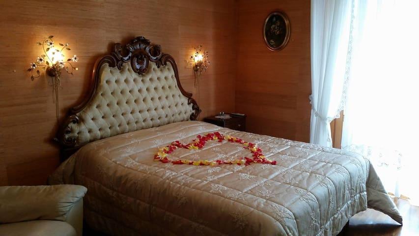 ADORABILE BED AND BREAKFAST NEL CUORE DI LATINA