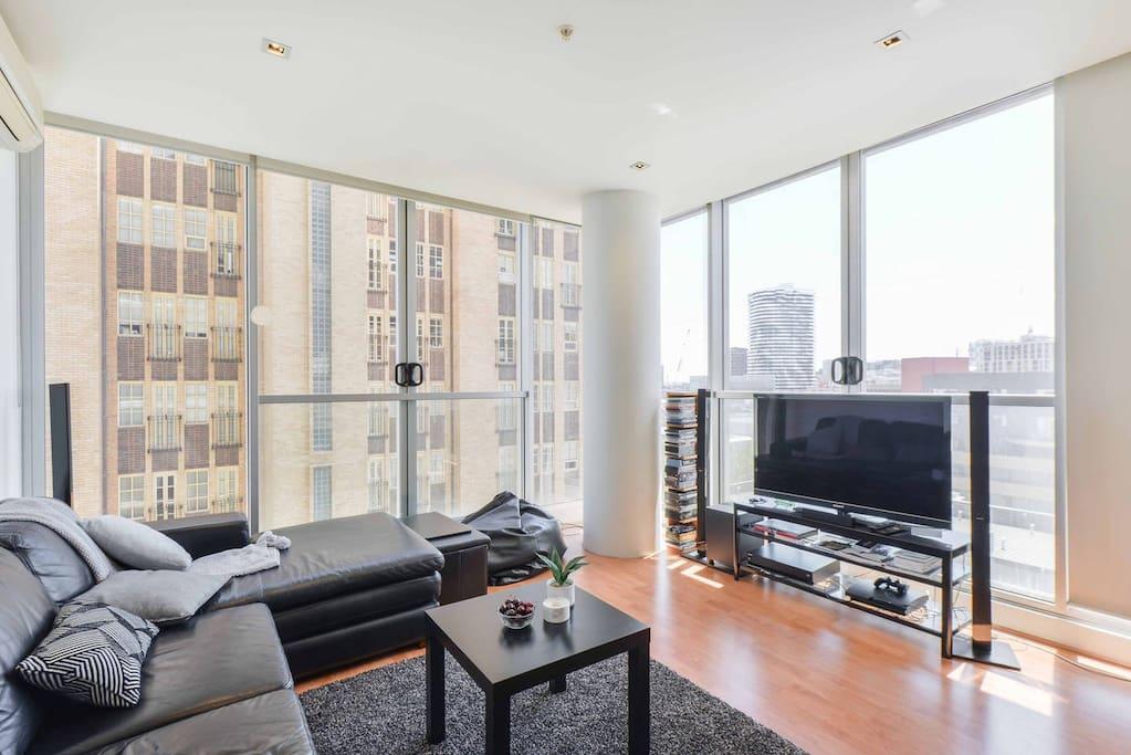 Amazing corner apartment views!