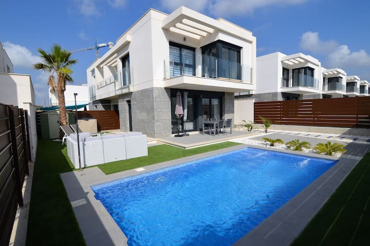 Luxury holiday home with air conditioning and private swimming pool at Vistabella Golf