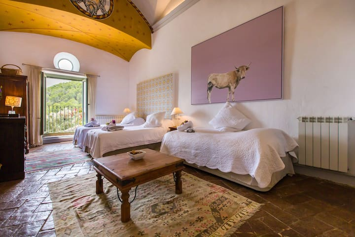 Siurana bedroom with 3 single beds and Aircon.