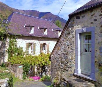 studio  de village de montagne - Salles - Byt