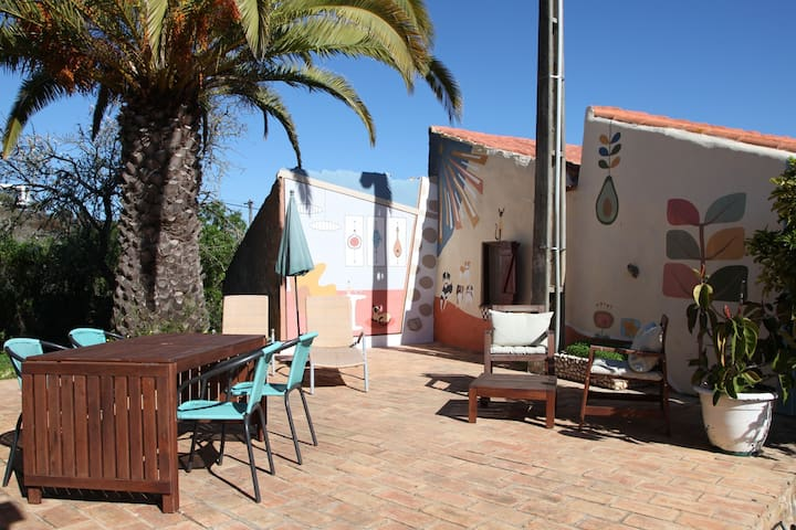 Bungalow for 4. Pool, Tennis, BBQ! 5 min to beach