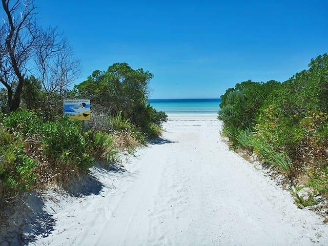 Island Beach Cottages, KI *WINTER SPECIALS*