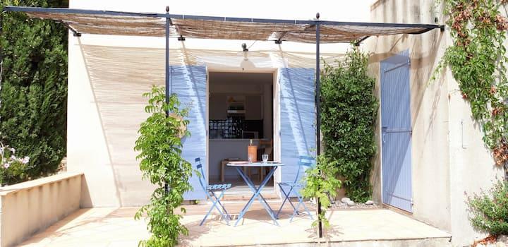 Logement indépendant sur  jardin provençal