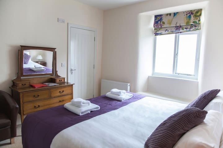 Mole - double room, North Molton, dog friendly