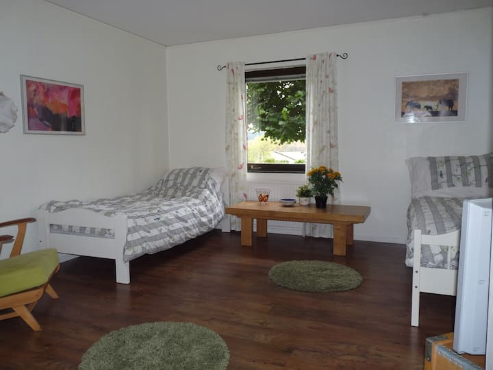 Ekhult 2. Cosy retro apartment near beautiful lake
