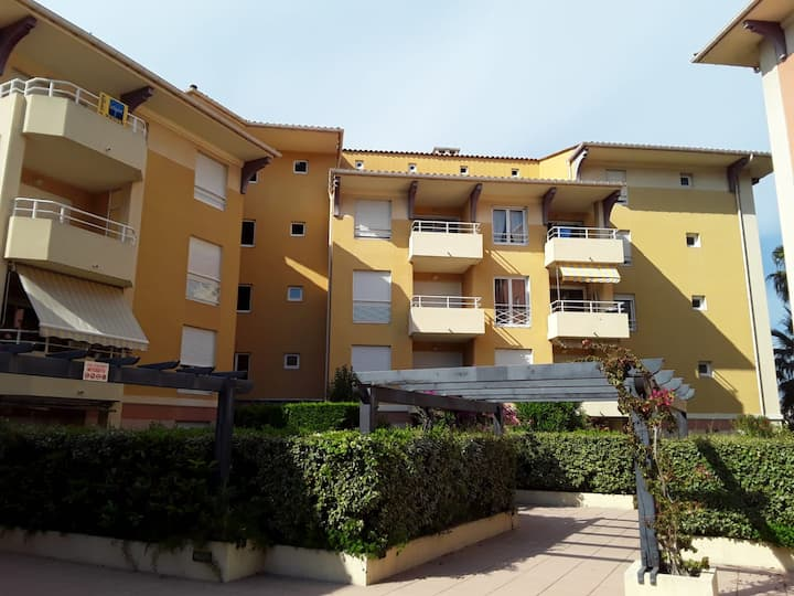 Fréjus, 100m away from the beach + parking