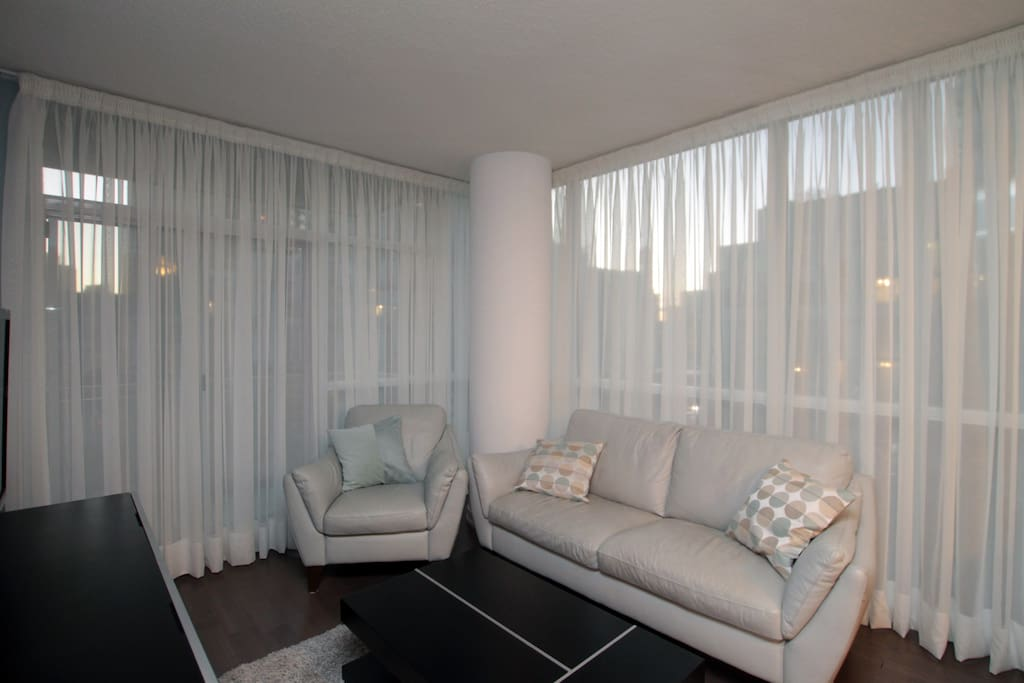 Mississauga city centre condominiums for rent in for Best private dining rooms mississauga
