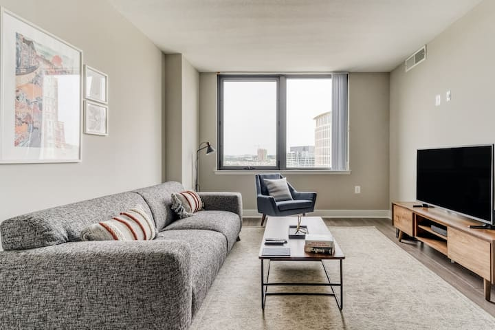 Sleek 1BR in Alexandria with Pool and Gym by Zeus