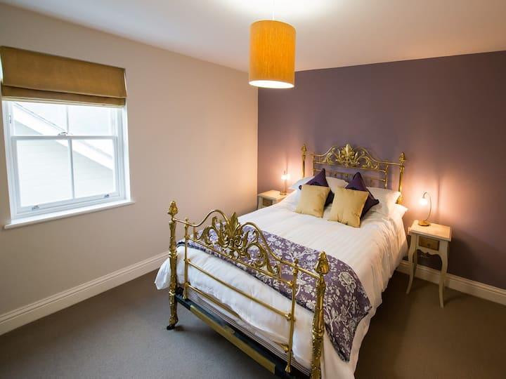 Treasure of the Broads - Double En-suite Room