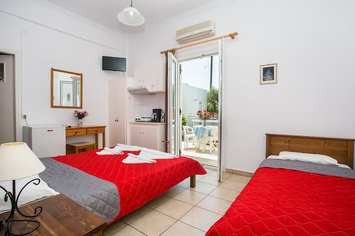 John's Rooms & Studios for 3 people ( a )