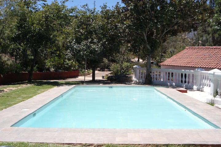 Casa Las Huertas con piscina privada y parking.