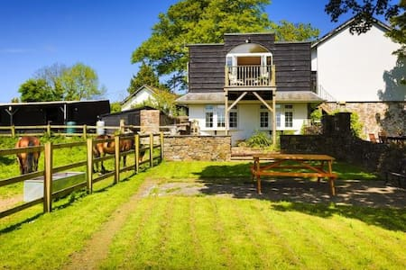 BISHOPS TAWTON THE COACH HOUSE COTTAGE | 1 Bedroom - Casa