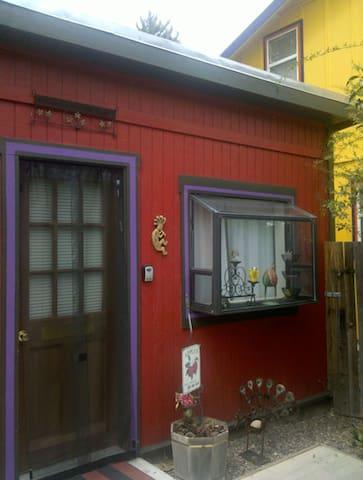 Cute Cozy Little Red Studio Old Bisbee