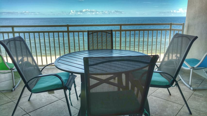It's PARADISE - LUXE 2BR BEACHFRONT - HUGE BALCONY