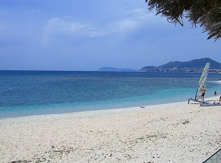 Haut de villa. 140 m3  proche de la mer (20 mn)