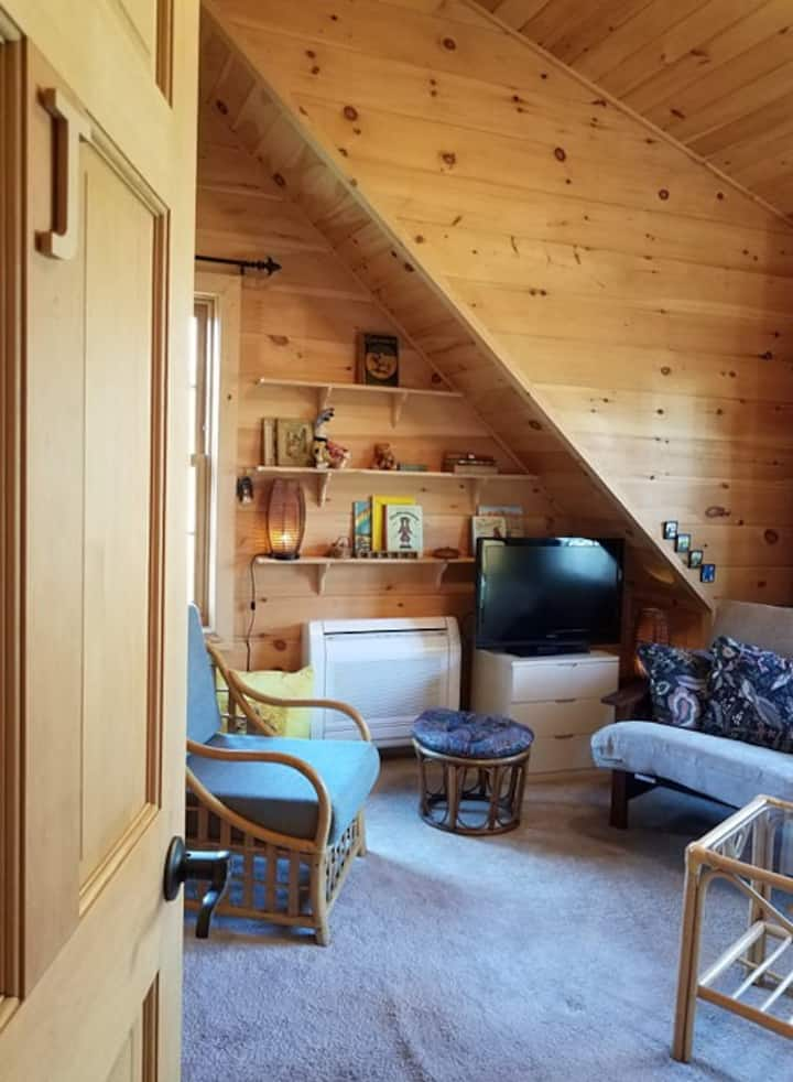 'Room J' for 2 guests in Quiet Log Home