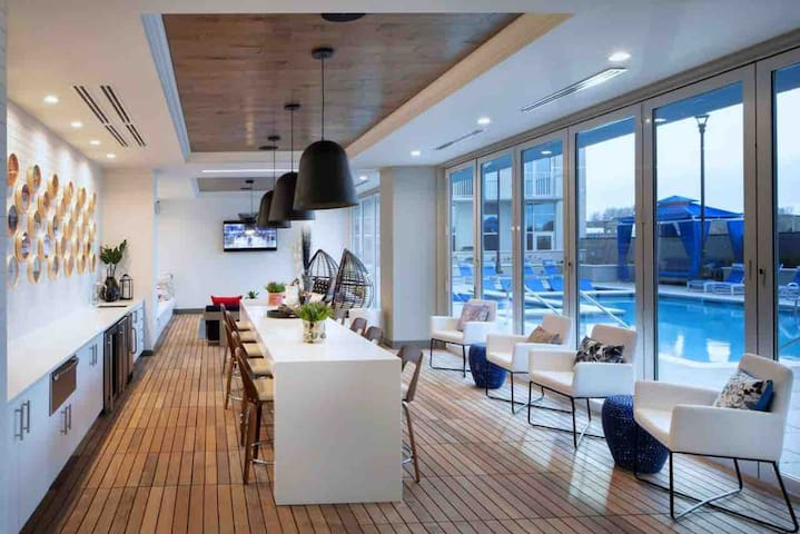1BD/1BATH NEW LUXURY LIVING IN THE HEART OF GULCH