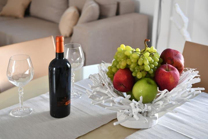 Wine and fruit basket