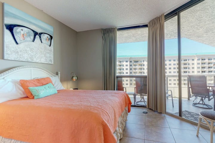 Gulf-front, resort condo w/ a shared pool & hot tub plus beach access