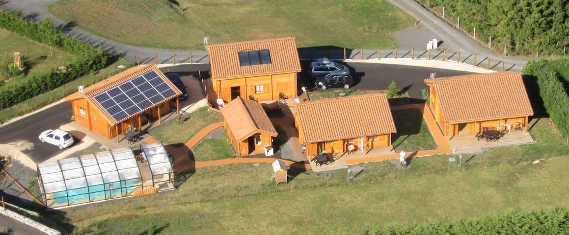 Gîtes Bon Air bioclimatiques et piscine - Saint-Flour - Casa
