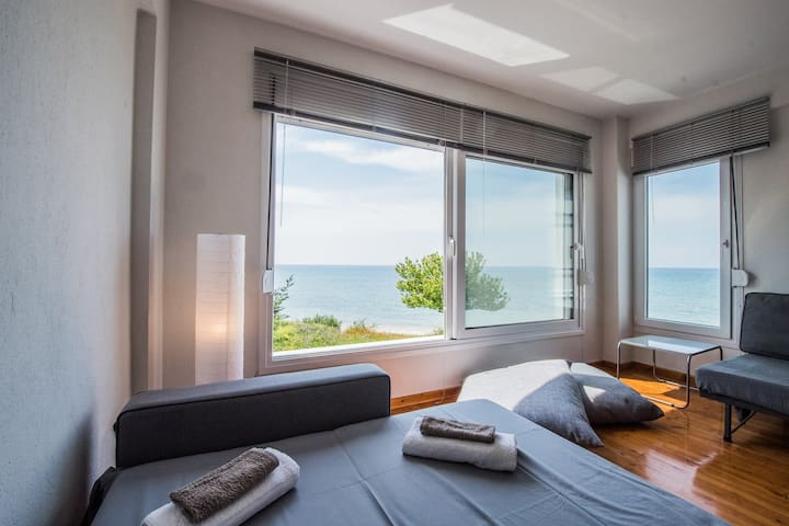 halu! #Nereus: Private Relaxing Seafront Villa