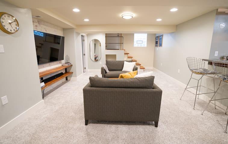 *Clean* Industrial Basement Guest Suite