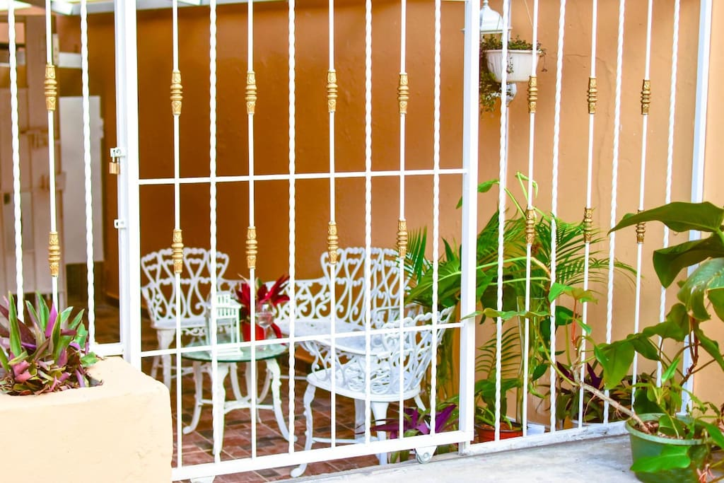 Romantic furnished and safe little terrace to share with another similar accommodation