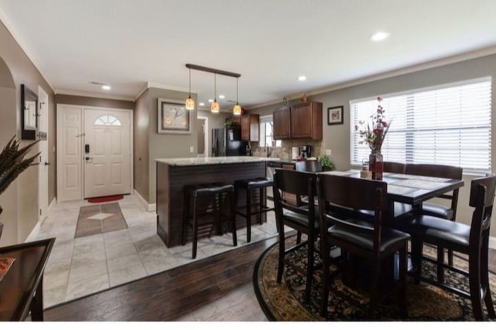 Newly Remodeled  WALK-IN Condo /Close to 76 Strip