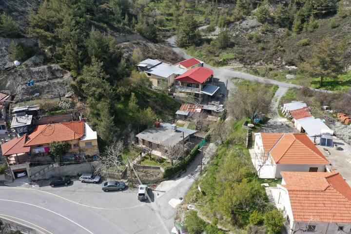 POLYDOROU Family House