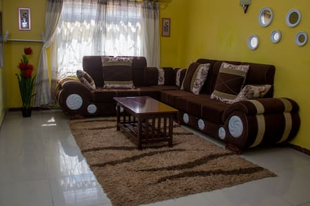 Essy's Homely Furnished Apartment