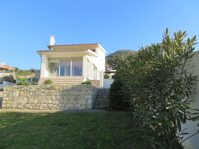 Casa da Murtinheira - (Villa facing the beach)