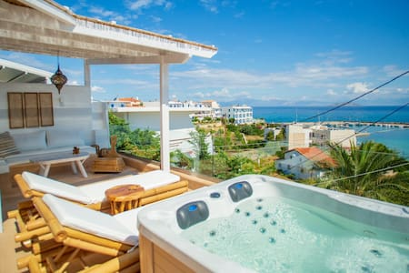 "cozy Terrace house near ""Mili"" port with Jacuzzi"
