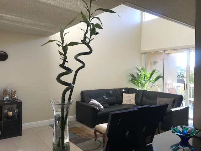 Master Bedroom with Bathroom - Doral - Apartamento
