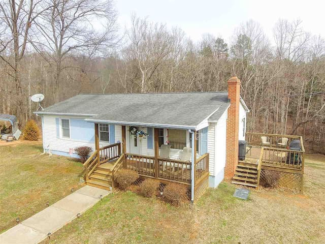 Stumble Creek Cottage-Newly Renovated-Heart of 151