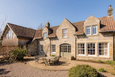 Bright & spacious converted stable and Coach House